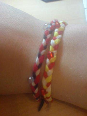 Как вы относитесь к молодым людям, которые носят разноцветные браслеты, фен