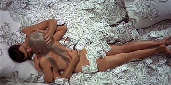 голая девушка и деньги фото