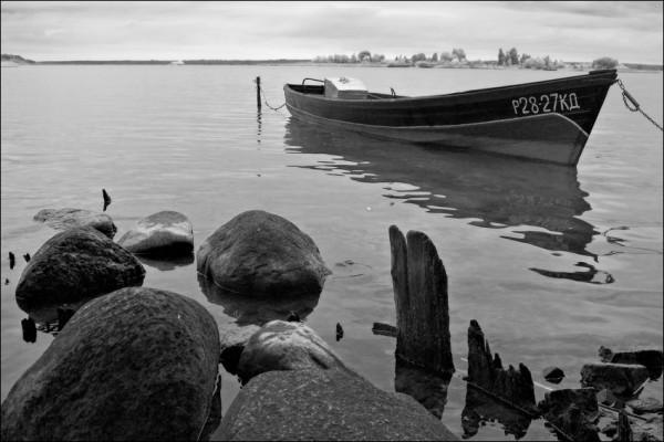 черно-белое фото катер