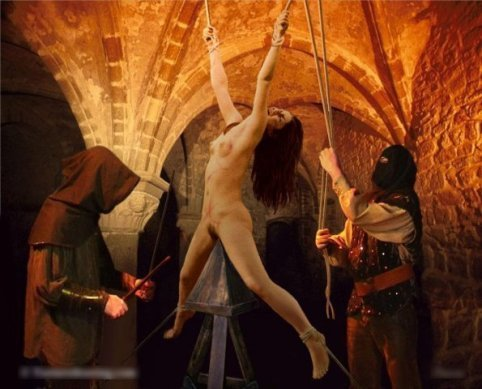 Пытки мужского ануса женщинами