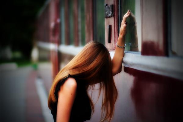 девушка не может определиться с кем быть ей занимает огромную