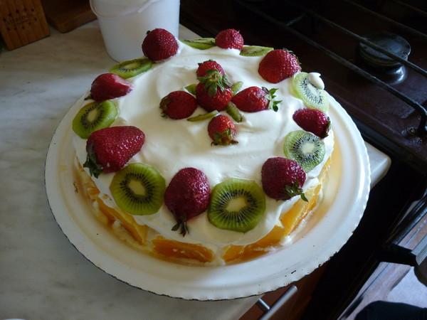 торт со взбитыми сливками киви и бананом фото