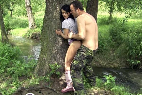 Секс в лесу за грибами, голые фото барнаульских девчонок