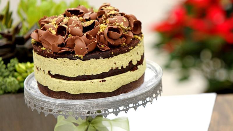 Шоколадный торт с белым кремом