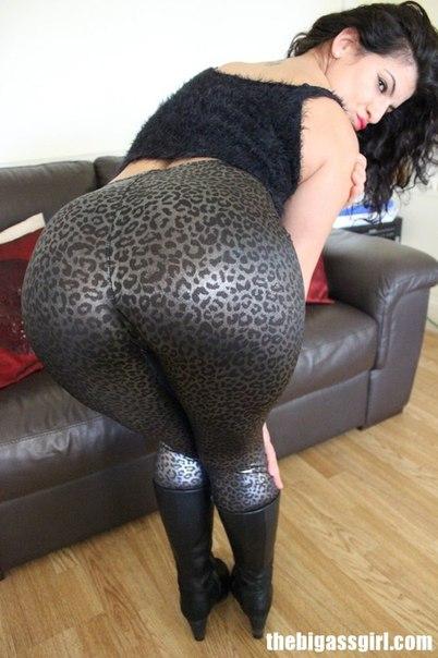 biggest-white-booty-in-leggings-porn