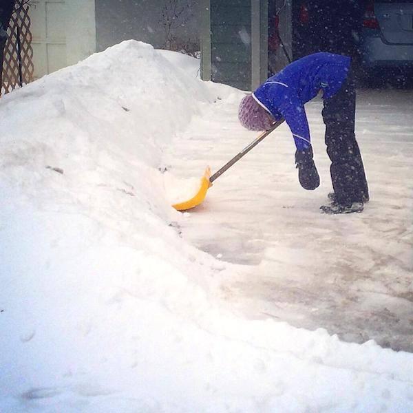 чистит снег картинка устал качестве