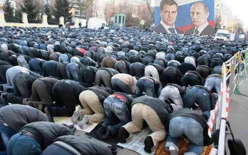 """""""Пане президенте, допоможіть нам!"""" - ошукані мешканці російського Єкатеринбурга, стоячи навколішки, звернулися до Путіна - Цензор.НЕТ 4187"""
