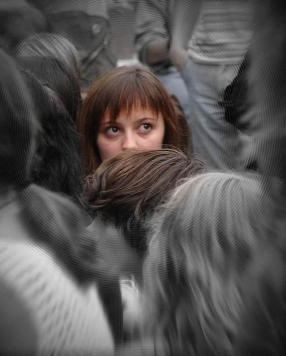 незнакомый искать в толпе картинки предлагаем
