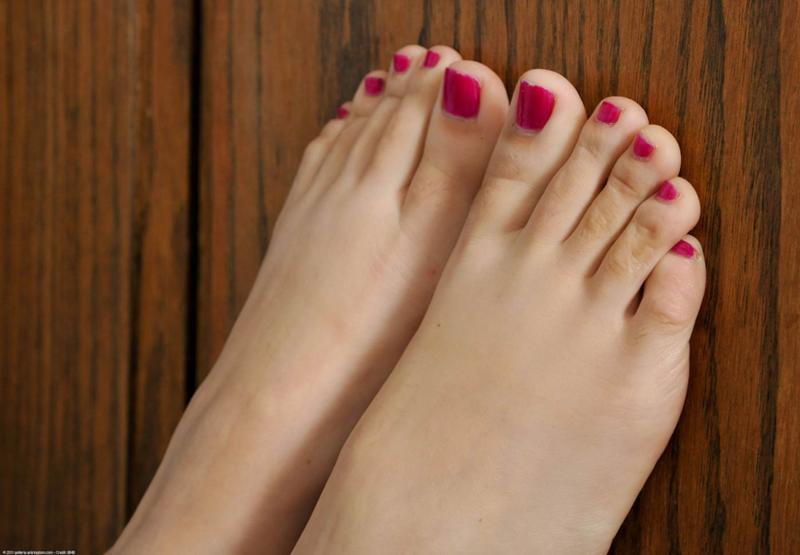 девушки фото пальцы ног кого интересует