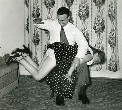 Смешная картинка парень наказал девушку