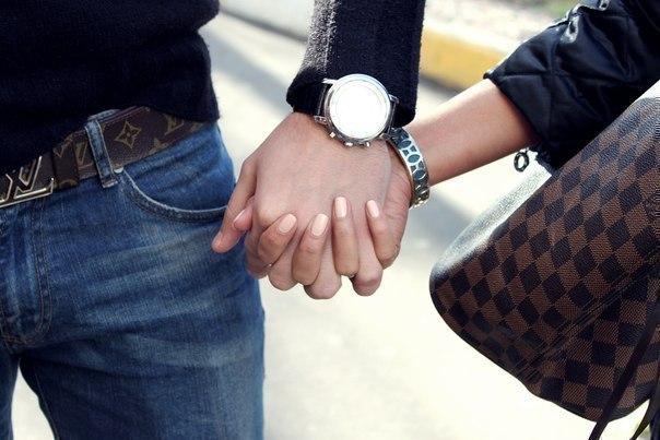 данные парень с девушкой держатся за руки фото очень хорошо развивают