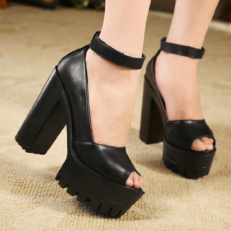 f19f712d8 Тяжело ходить в обуви на негнущейся подошве? Каблук не высок, по платформа  порядочная. Типо этих на фото.