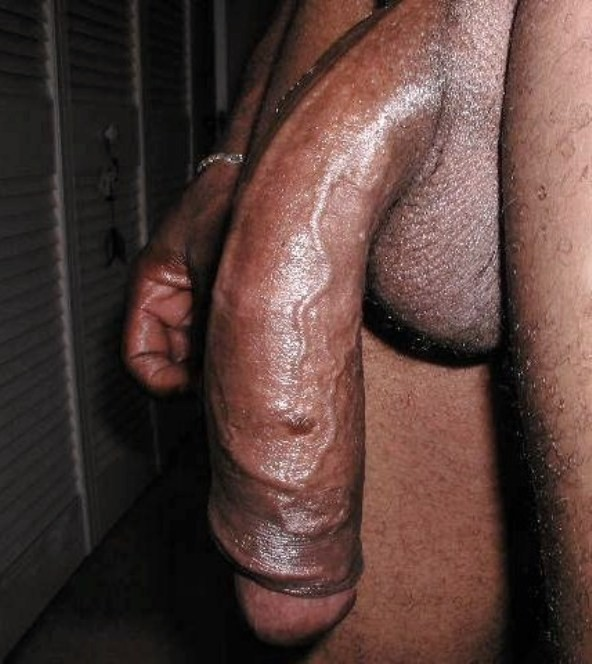 Негры трахают зрелую толстуху голые, они