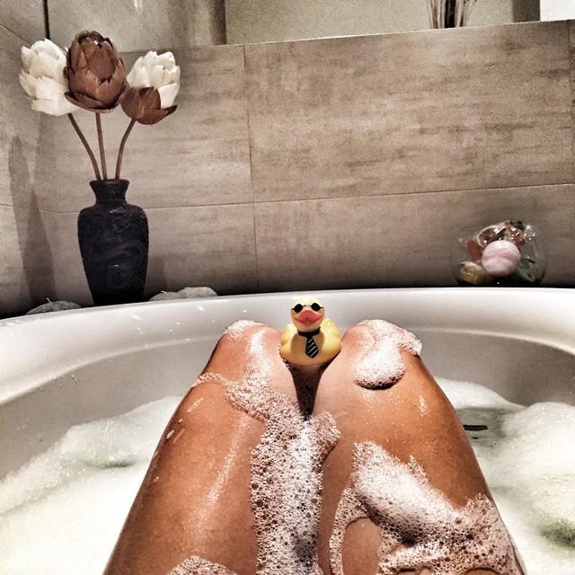 Картинки в ванной с пеной ноги, открытки для любимого
