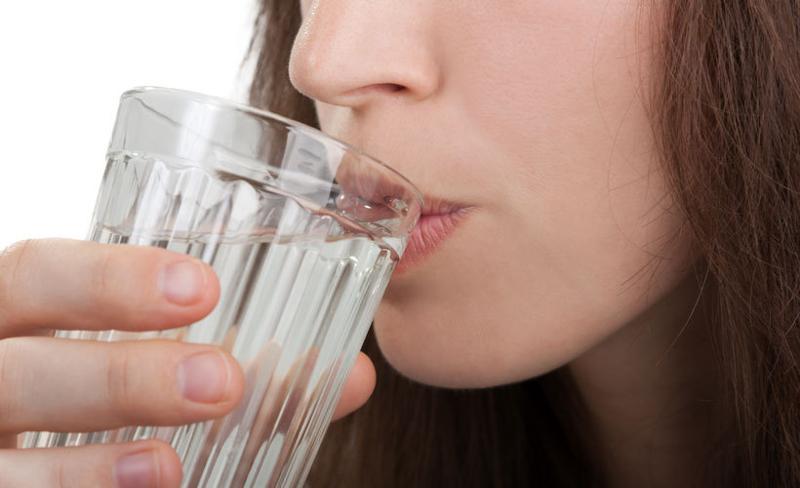 Пьет спему литр