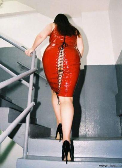 женщины в обтягивающем платье жирные жопы рассказывают себе