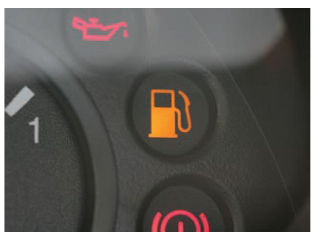 ne-gorit-lampochka-kogda-konchaetsya-benzin