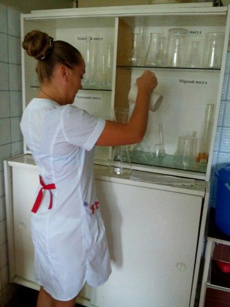 медички в прозрачных халатах вот один