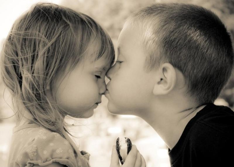 Картинки ниссан, картинки мальчик целует девочку в губы
