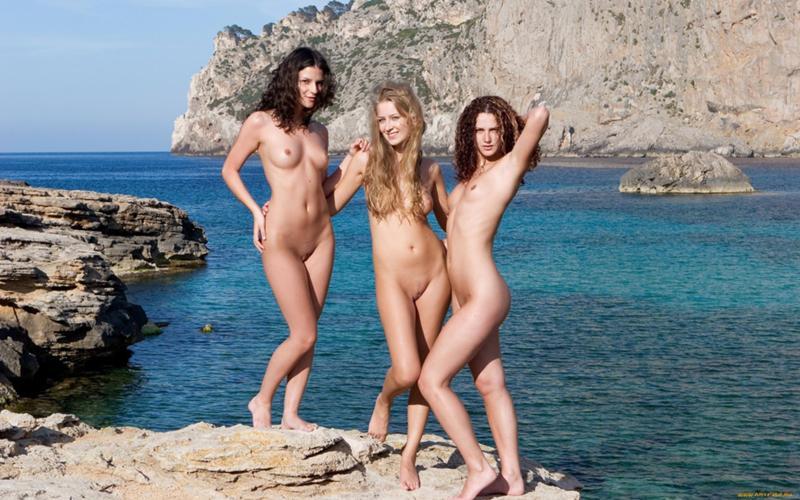 Молодежь на пляже голые видео