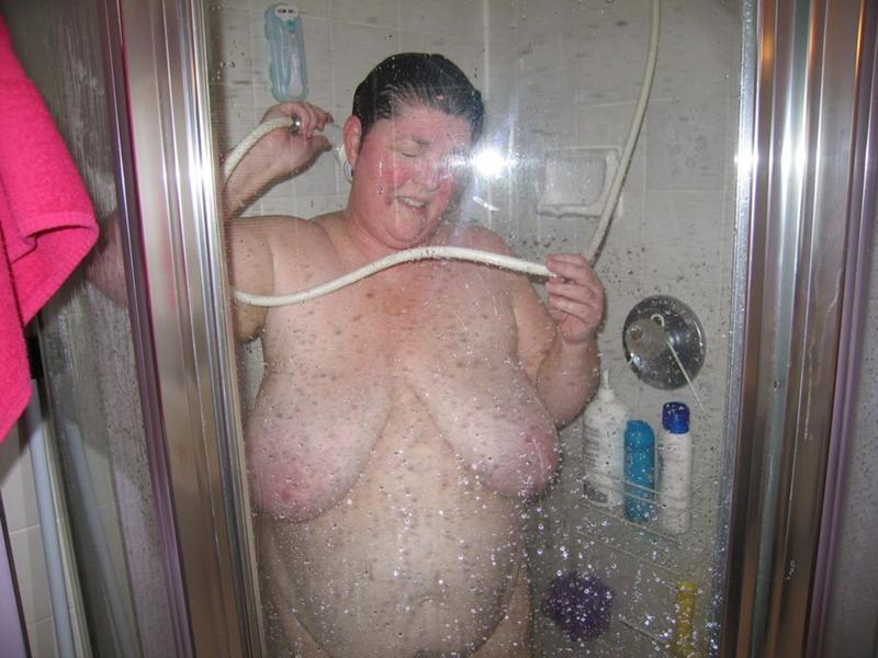 Фото голых теток в душе
