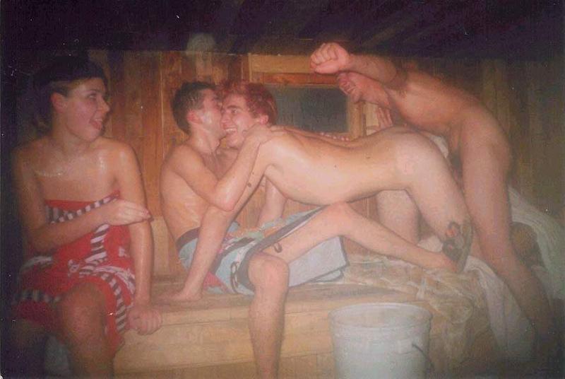 Голышом мужики в бане