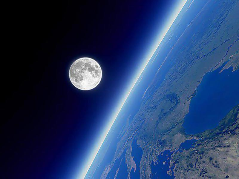 красивое фото с космоса земли и луны расскажем