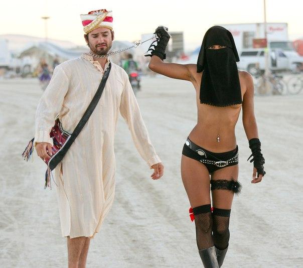 Сексуальная девушка в хиджабе