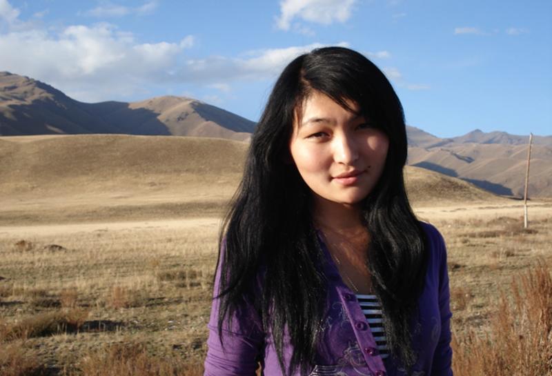 ero-foto-kirgizka-devushka-na-foto-nevesti
