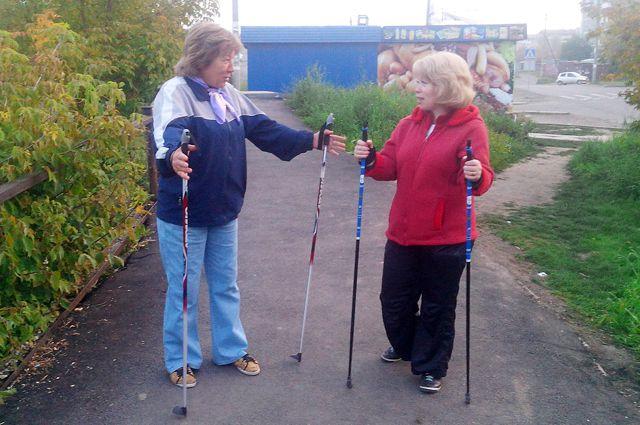 Шведские палки для ходьбы пенсионерам