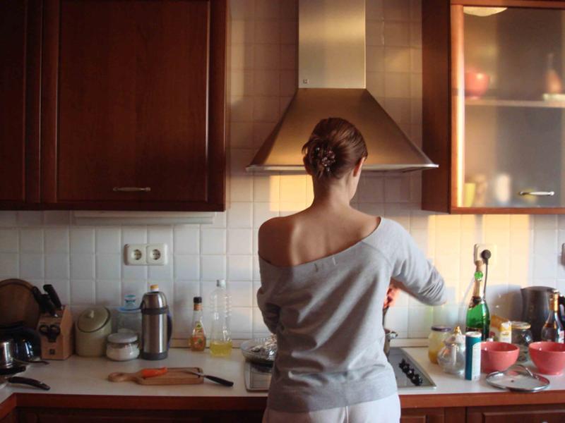 Порно видео онлайн: ДомашнееНа кухне