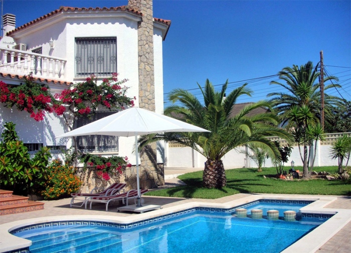 House in Puntaldiya the coast inexpensively