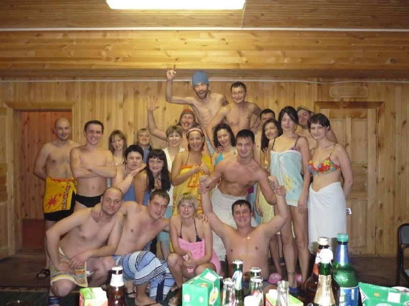 В сауне с друзьями фото